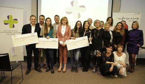 Foto de família dels premiats ahir pel Col·legi d'Infermeria.