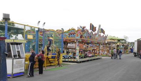 Els firaires es van instal·lar dissabte passat i ahir van obrir les portes de les atraccions.