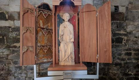 Imatge del tabernacle amb l'escultura del sant.