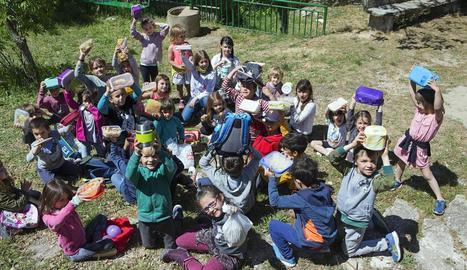 Els nens de l'escola de Sant Ramon que ahir van protagonitzar la protesta pel menjador escolar.