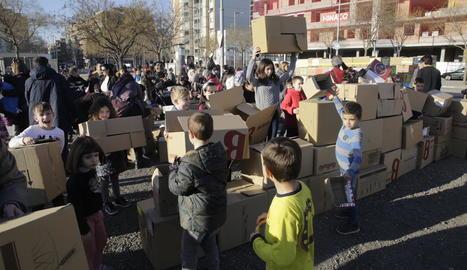 El febrer passat, els veïns de Cappont van reivindicar l'institut fent-ne un amb capses de cartró.