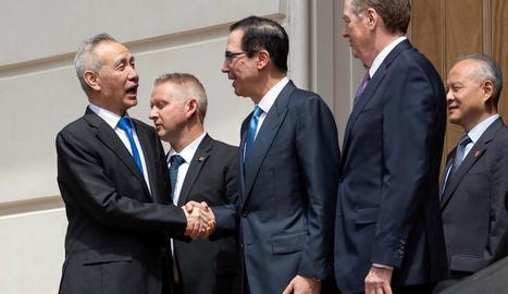El viceprimer ministre xinès i el secretari del Tresor dels EUA ahir.