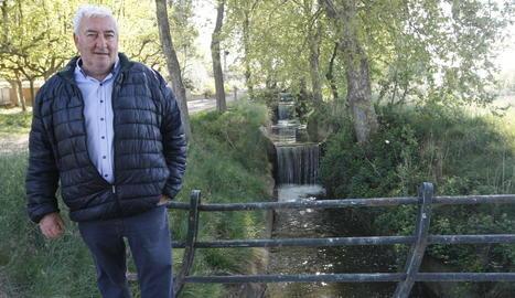 Ros, en un dels salts d'aigua del Canal d'Urgell.