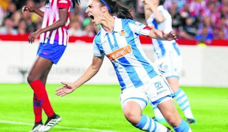 Nahikari García celebra el gol a l'Atlètic.