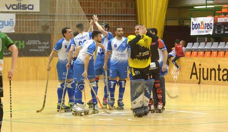 Xixi Creus controla una bola, en una acció del partit d'ahir amb l'Alcobendas.