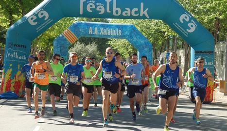 Un grup de corredors, ahir a Mollerussa durant la Marxa contra el Càncer.