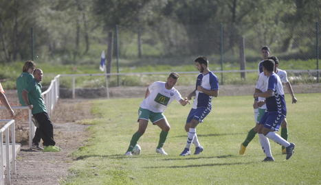 Una jugada del partit d'ahir entre el Torres de Segre i el Balàfia B.