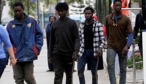 Alguns dels migrants que van aconseguir entrar a Melilla.