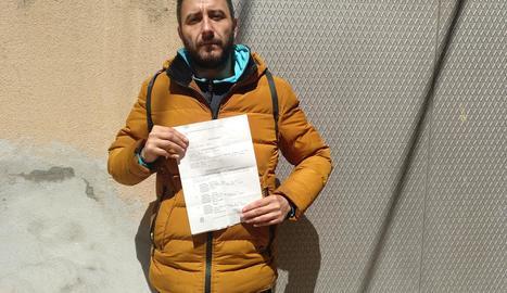 Raúl Baeza denuncia tres veïns del seu bloc al Secà.