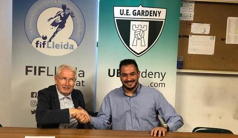 Josep Maria Culleré i Àngel Castro, després de la firma de l'acord entre FiF Lleida i UE Gardeny.