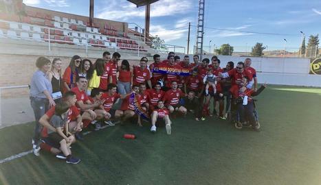 Els jugadors del Fraga van celebrar diumenge el retorn a Tercera divisió.
