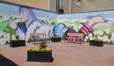 El nou mural d'Ana Pulido a la plaça ca la Pipa.