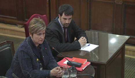 Anna Simó, que és investigada pel Superior de Justícia, va acudir ahir a declarar assistida de lletrat.