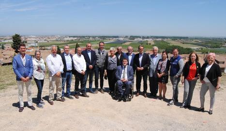 Artur Mas es va fotografiar a Miralcamp amb David Bonvehí i els alcaldables de JxCat al Pla d'Urgell.