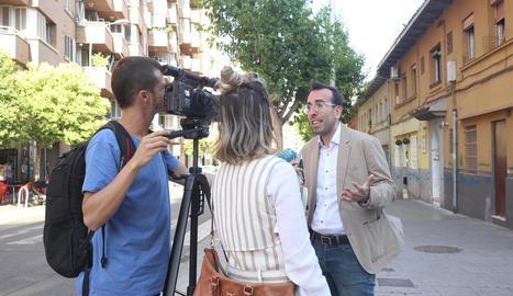 Xavi Palau atén els mitjans a la Mariola.