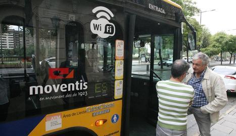 Imatge d'arxiu d'un bus de Lleida amb wifi.
