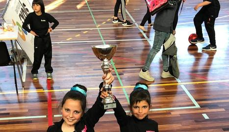 Les campiones del Club Twirling Benavent.