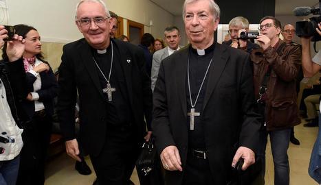 Malgrat la demanda, els bisbes de Barbastre i Lleida es van mostrar cordials davant dels mitjans de comunicació.