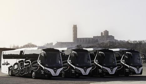 Disposen d'una flota d'uns 20 autocars i un taxi.