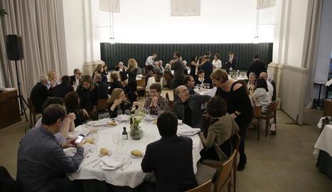 Desenes de persones van participar al parador del Roser en el sopar del Col·legi d'Enginyers Agrònoms.