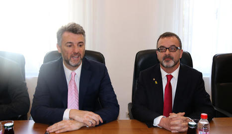Edin Forto i Alfred Bosch, en un moment de la trobada que van mantenir ahir a Sarajevo.