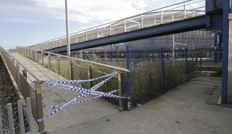 La rampa de les vies del tren està precintada des del 24 d'abril.