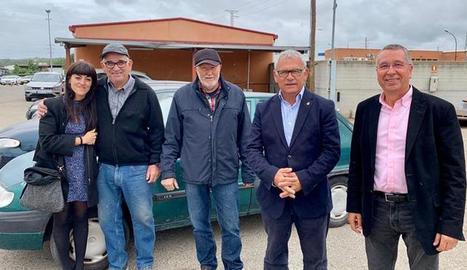 Gómez, amb els membres del Casal d'Amistat amb Cuba de Lleida.