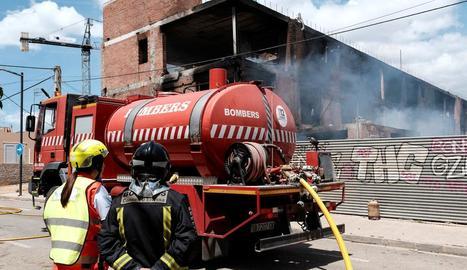 Imatge de l'extinció de l'incendi produït dimarts.