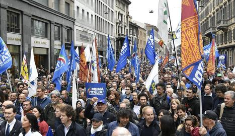 Imatge de seguidors de la Lliga en l'acte organitzat ahir dissabte a la plaça del Duomo de Milà.