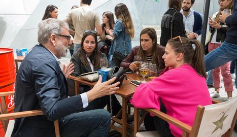 El candidat del PSC, Fèlix Larrosa, ahir durant la reunió amb joves de Lleida.