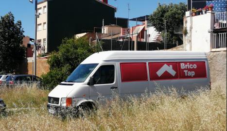 La furgoneta, al dipòsit de la comissaria dels Mossos d'Esquadra al Vendrell.