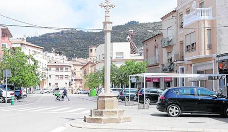 La nova creu instal·lada a la plaça de la Creu de Torà.