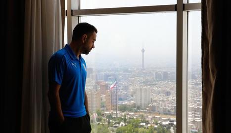 Xavi Hernández en un hotel de Teheran, on ha jugat els últims partits.