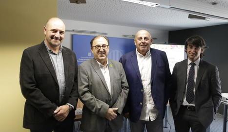 Carmel Mòdol amb els responsables d'Afrucat Francesc Torres, Francesc Palau i Manel Simon.