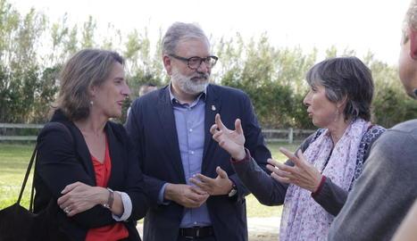 Larrosa i Ribera, ahir durant la visita al parc de la Mitjana.