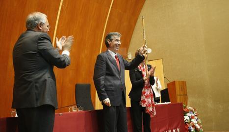El catedràtic de Química pren el relleu de Roberto Fernández.