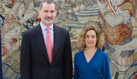 El rei Felip VI, amb la presidenta del Congrés, Meritxell Batet.
