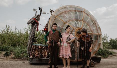 El Sidral, amb el caragol gegant protagonista de l'obra 'Heliko'.