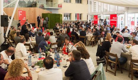 Més de 400 empresaris van participar ahir en un dinar amb Larrosa al Magical.