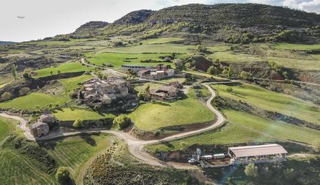 Imatge amb perspectiva aèria del poble de Sant Esteve de la Sarga.
