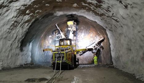 Les obres de perforació del túnel de Tres Ponts a l'Alt Urgell.