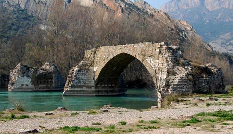 Imatge d'arxiu del pont Trencat de Camarasa.