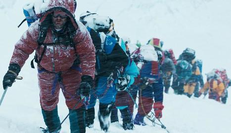 Imatge d'arxiu de la cua per coronar l'Everest.