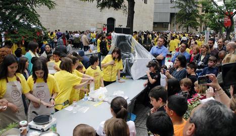El dia de la Ciència al Carrer aplega a més d'un miler de participants