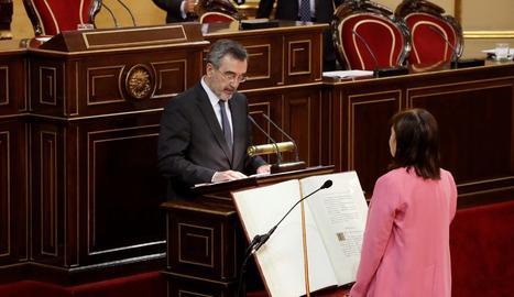 El socialista català Manuel Cruz, president del Senat, el dia de la constitució.
