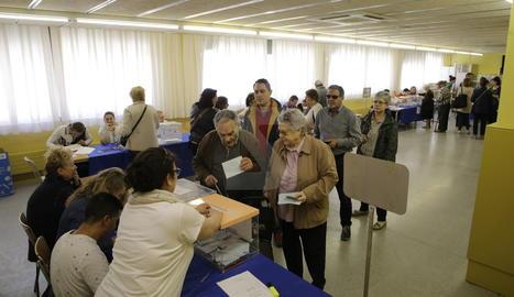 El col·legi electoral a l'escola Frederic Godàs, a Cappont.
