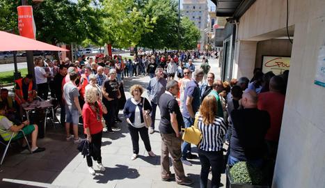Desenes de rumanesos voten les europees a Lleida
