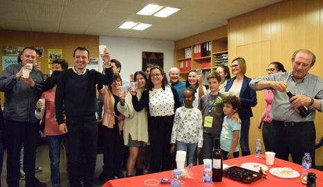 Ordeig al celebrar ahir la victòria a les eleccions municipals a la Seu d'Urgell.