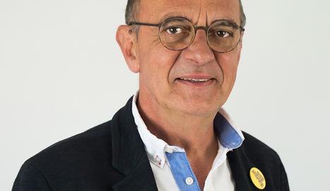 Miquel Pueyo. L'home tranquil que combina política, docència i obres d'assaig