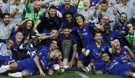 El Chelsea, amb el trofeu de campió.